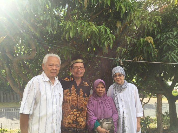 Bapak Ibu bersama Pak Iman dan Bu Arum